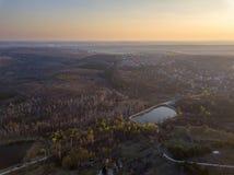 Полет над небольшим озером стоковая фотография rf