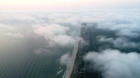 Полет над облаками на seashore сток-видео