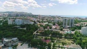Полет над пляжем Взгляд города акции видеоматериалы