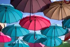 Полет покрашенных зонтиков Стоковое фото RF