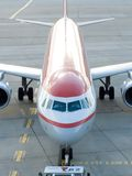полет самолета подготовляя к Стоковое Фото