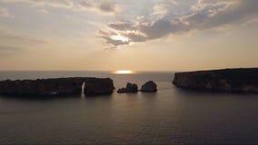 Полет трутня скалистых островов акции видеоматериалы