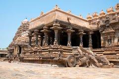 Полет шагов к Агре-mandapa, виску Airavatesvara, Darasuram, Tamil Nadu Взгляд от юговостока стоковые изображения rf