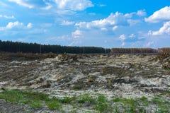 Поле подготовлено для противозаконного янтарного минирования в Zhytomyr стоковая фотография