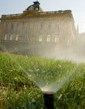 поливать травы Стоковое Изображение RF