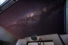 Поливающ под звездами в Broome, западная Австралия стоковое фото rf