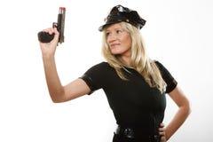 Полисмен женщина-полицейского с оружием Стоковые Фото