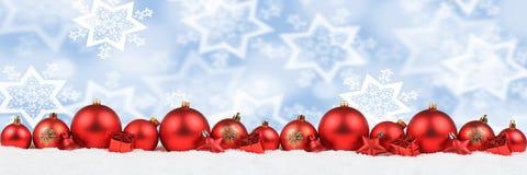 Полисмен зимы снега предпосылки украшения знамени шариков рождества красный Стоковое фото RF
