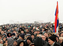 Политическая толпа в Сербии стоковое фото rf