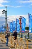 Полиция на дворце наводит для того чтобы посоветовать туристам во время Co Стоковые Изображения