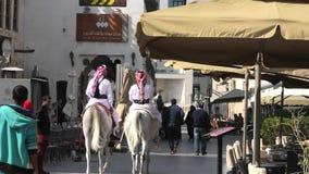 Полиция на лошади Дохе сток-видео