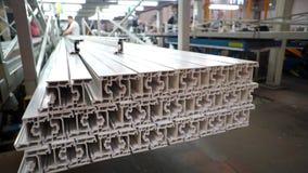 Полка с пробелами профиля для продукции пластичных окон Компоненты окон PVC Продукция пластмассы сток-видео