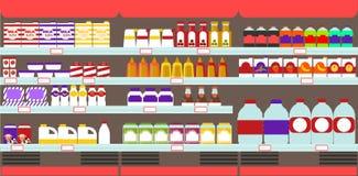 Полки супермаркета, гастронома с продуктами и пить Стоковая Фотография