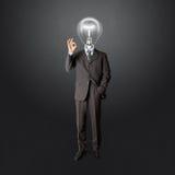 Полнометражный мужчина дела с светильник-головкой стоковые фото