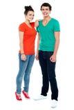Полнометражный портрет модных молодых пар стоковое фото rf
