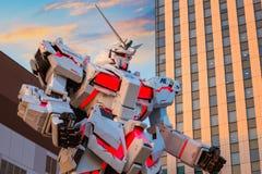 Полноразмерный передвижной единорог Gundam костюма RX-0 на площади токио города водолаза в токио, Японии Стоковое Фото