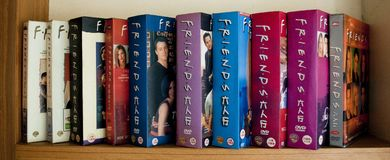 Полностью ` DVDs 10 сезонов друзей стоковое фото rf