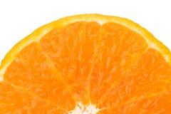 Половина свежего сочного оранжевого куска плодоовощ изолированного на белой предпосылке для текста Естественный противостаритель  Стоковые Изображения