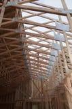 половинной ферменные конструкции покрынные крышей Стоковые Изображения