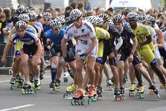 половинные конькобежцы ролика марафона Стоковые Изображения