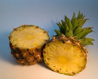 половинный ананас 2 стоковое фото rf