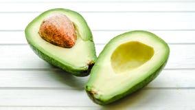 Половины авокадоа на белом конце-вверх предпосылки Стоковые Изображения