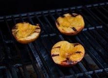 Половины персика на гриле Стоковая Фотография RF