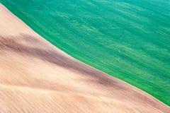 2 половины landsca полей другого цвета волнистого текстурированного сельского Стоковые Изображения RF