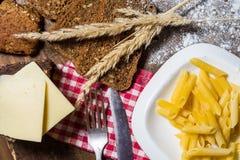 Положение деревенской еды плоское с макаронными изделиями Стоковое Фото