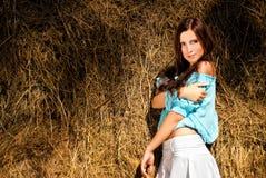 положение красивейшей модели haystack близкое стоковое фото