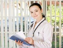 положение портрета доктора женское Стоковое Изображение