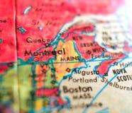 Положение съемки макроса фокуса США карты Мейна на глобусе для блогов перемещения, социальных средств массовой информации, знамен Стоковая Фотография