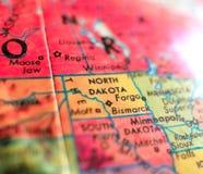 Положение съемки макроса фокуса США карты Северной Дакоты на глобусе для блогов перемещения, социальных средств массовой информац Стоковая Фотография RF