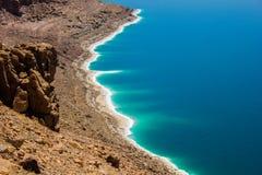 Положение туриста соли мертвого моря Джордана стоковое изображение