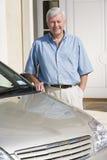 положение человека автомобиля новое следующее старшее к Стоковое Изображение RF