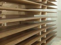 положенная на полку древесина стоковые изображения rf