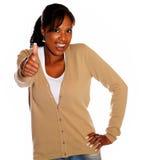 Положительная этническая женщина поднимая перста вверх Стоковое Фото