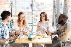 Положительные коллеги имея завтрак совместно Стоковое фото RF