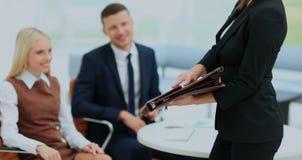 Положительные коллеги работая в офисе Стоковое фото RF