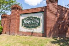Положительный знак города Yazoo Ворот к перепаду стоковая фотография rf
