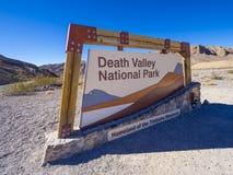 Положительный знак к национальному парку Калифорнии Death Valley стоковое изображение