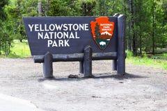 Положительный знак национального парка Йеллоустона стоковые фотографии rf