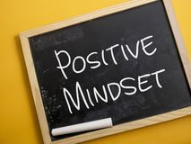 Положительный склад ума, мотивационная концепция цитат слов стоковая фотография