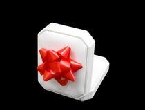 положите белизну в коробку ювелирных изделий подарка Стоковые Изображения