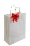 положите белизну в мешки тесемки подарка бумажную красную Стоковые Фотографии RF