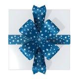 положите взгляд сверху в коробку рождества серебряный Стоковые Фото