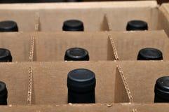 положите вино в коробку Стоковые Изображения