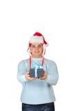 положите детенышей в коробку настоящего момента s santa человека удерживания шлема Стоковое Фото