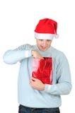 положите детенышей в мешки настоящего момента s santa человека удерживания шлема Стоковое Изображение RF