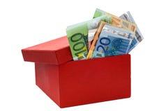 положите евро в коробку красные стоковое фото rf
